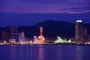神戸港の夕景の写真素材 [FYI01782565]
