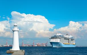 夏の神戸港の写真素材 [FYI01782580]