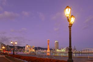 夕景の神戸港の写真素材 [FYI01782643]