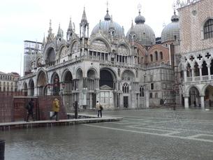 海面上昇により浸水したサンマルコ広場の写真素材 [FYI01782829]