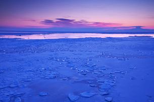 能取岬の朝と流氷の写真素材 [FYI01783249]