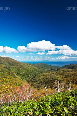 国後島と根室海峡と雲の写真素材 [FYI01783314]