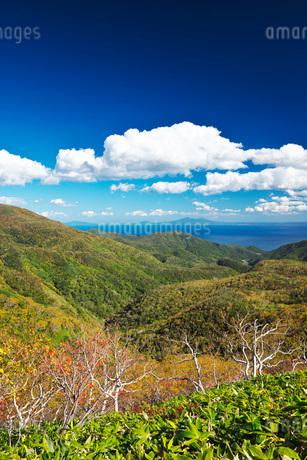 国後島と根室海峡と雲の写真素材 [FYI01783509]