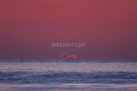 朝の雲と海の写真素材 [FYI01783573]