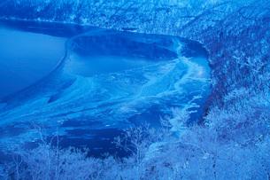 摩周湖の朝と樹氷の写真素材 [FYI01783903]
