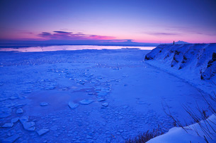 能取岬の朝と流氷の写真素材 [FYI01783916]