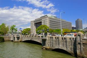 大阪中之島の街並みの写真素材 [FYI01784068]