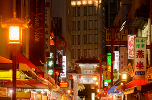 神戸市南京町の街並みの写真素材 [FYI01784101]
