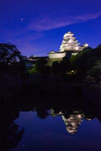 夕暮れの姫路城の写真素材 [FYI01784140]