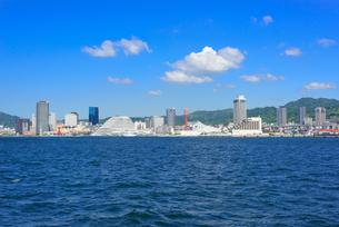 海からの神戸港の景観の写真素材 [FYI01784296]