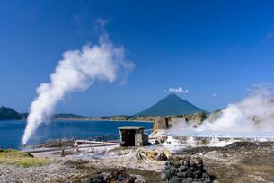 山川製塩工場跡と開聞岳の写真素材 [FYI01784430]