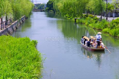初夏の柳川川下りの写真素材 [FYI01784639]