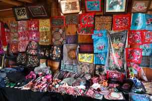 西江村、ミャオ族の刺繍の写真素材 [FYI01784660]