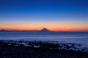 夜明けの開聞岳の写真素材 [FYI01784758]