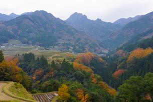 秋の岩戸集落の写真素材 [FYI01785141]