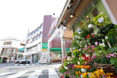 日吉駅前商店街の写真素材 [FYI01786086]