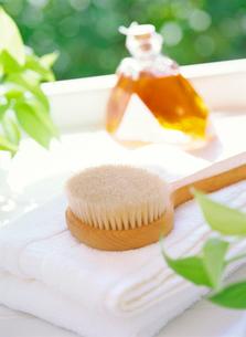 ボディーブラシと入浴剤の写真素材 [FYI01788155]