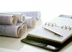 設計図と手帳の写真素材 [FYI01788215]