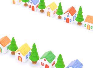 粘土の家と街路樹の写真素材 [FYI01788232]