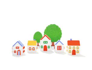 5軒の家と樹木の写真素材 [FYI01788375]