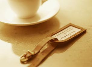 タグとコーヒーカップの写真素材 [FYI01788431]