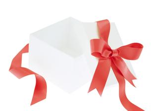 赤色のリボンのプレゼントの写真素材 [FYI01788469]