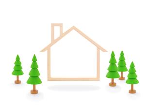 木の家のフレームと樹木の写真素材 [FYI01788473]