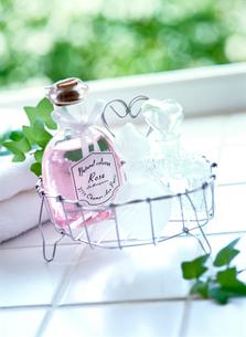 入浴剤と香水の写真素材 [FYI01788557]