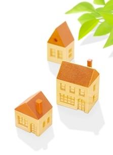 3棟の木の家とポトスのイラスト素材 [FYI01788638]