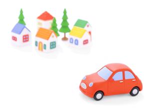 赤い粘土の車と家並みの写真素材 [FYI01788649]