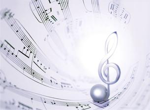 楽譜とト音記号の写真素材 [FYI01788659]