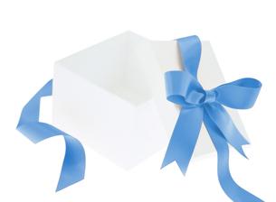 青色のリボンのプレゼントの写真素材 [FYI01788689]