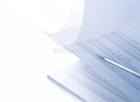データとペンの写真素材 [FYI01788721]