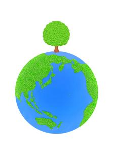 芝生の地球と大樹の写真素材 [FYI01788871]