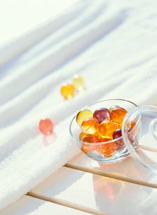 入浴剤とタオルの写真素材 [FYI01788887]