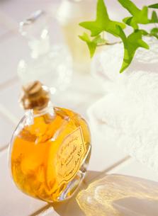入浴剤と香水の写真素材 [FYI01789010]