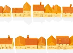 木の家の街 のイラスト素材 [FYI01789124]