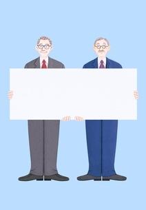 ボードを持つ2人のシニアビジネスマンのイラスト素材 [FYI01789231]