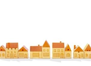 木の家の街 のイラスト素材 [FYI01789277]