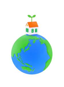 地球と住宅と新芽の写真素材 [FYI01789411]