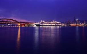 クルーズ船と神戸港夜景の写真素材 [FYI01789991]