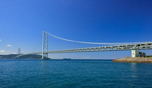 明石海峡大橋と移情閣の写真素材 [FYI01790010]