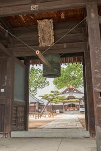 87番 長尾寺 鐘楼の写真素材 [FYI01790121]