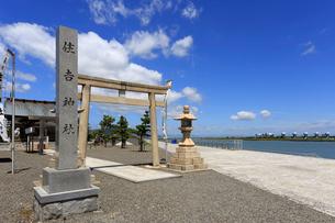住吉神社と長良川河口堰の写真素材 [FYI01790465]