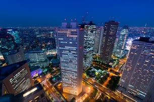 新宿副都心の夕景の写真素材 [FYI01790507]