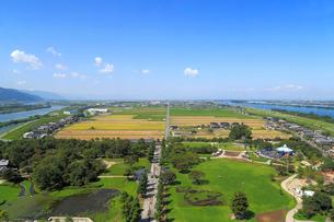木曽三川公園センター展望タワーから見る輪中の農村風景の写真素材 [FYI01790675]
