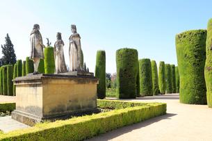 カトリック両王とコロンブス謁見の石像の写真素材 [FYI01790840]