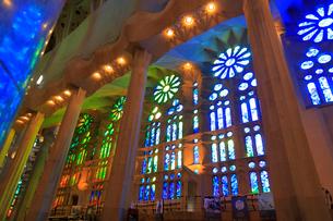 サグラダファミリア聖堂内部の写真素材 [FYI01790957]
