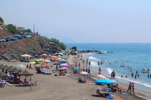 コスタ・デル・ソルの海水浴場の写真素材 [FYI01790958]