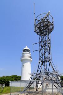 潮岬灯台と無線鉄塔の写真素材 [FYI01791033]